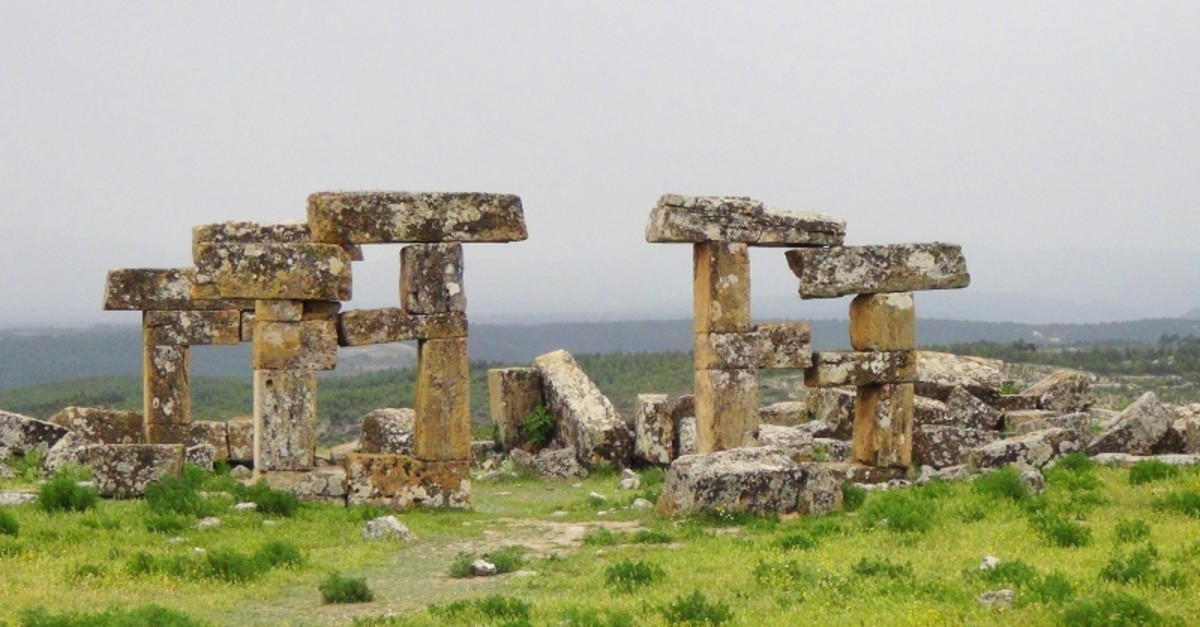 The ruins at the ancient city of Blaundus in western Turkey's Uu015fak province (DHA Photo)