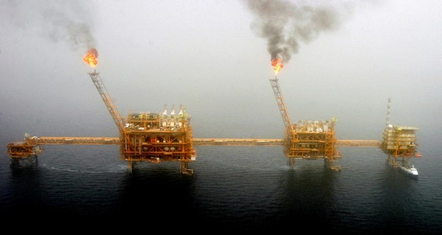 Gas flares from an oil production platform at the Soroush oil fields in the Persian Gulf, south of the capital Tehran, July 25, 2005. (Reuters Photo)