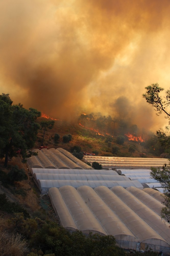 Strong winds have prevented fire fighters in Kumluca from stopping the spread of the forest fire.