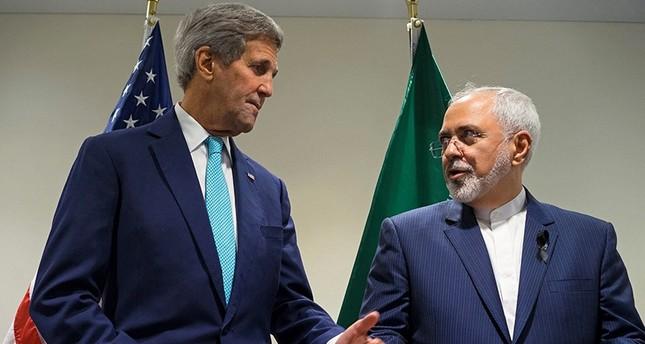 صورة أرشيفية للقاء جمع بين وزير الخارجية الإيراني ظريف ونظيره الأمريكي جون كيري بمقر الأمم المتحدة في سبتمبر 2015