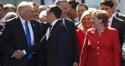 blockquote class=twitter-video data-lang=en p dir=ltr lang=enTrump's bizarre body language speaks at Brussels NATO summit a href=https://t.co/6ujotvByGUhttps://t.co/6ujotvByGU/a a...