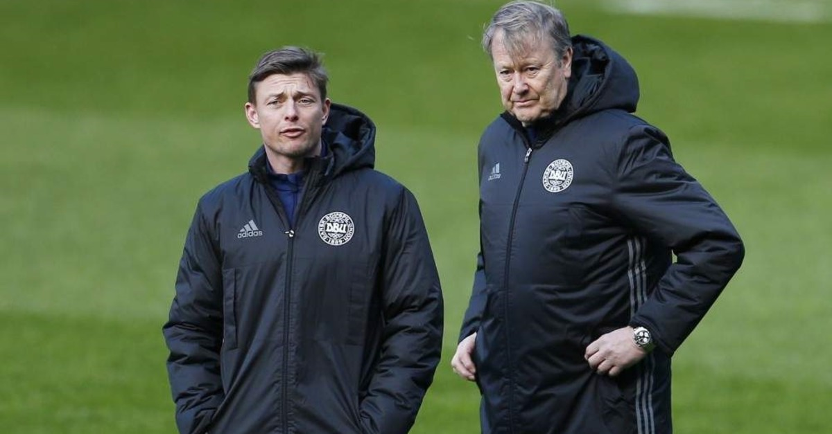 Denmark head coach Age Hareide and coach Jon Dahl Tomasson (L) during training, Glasgow, Mar. 28, 2016. (REUTERS Photo)