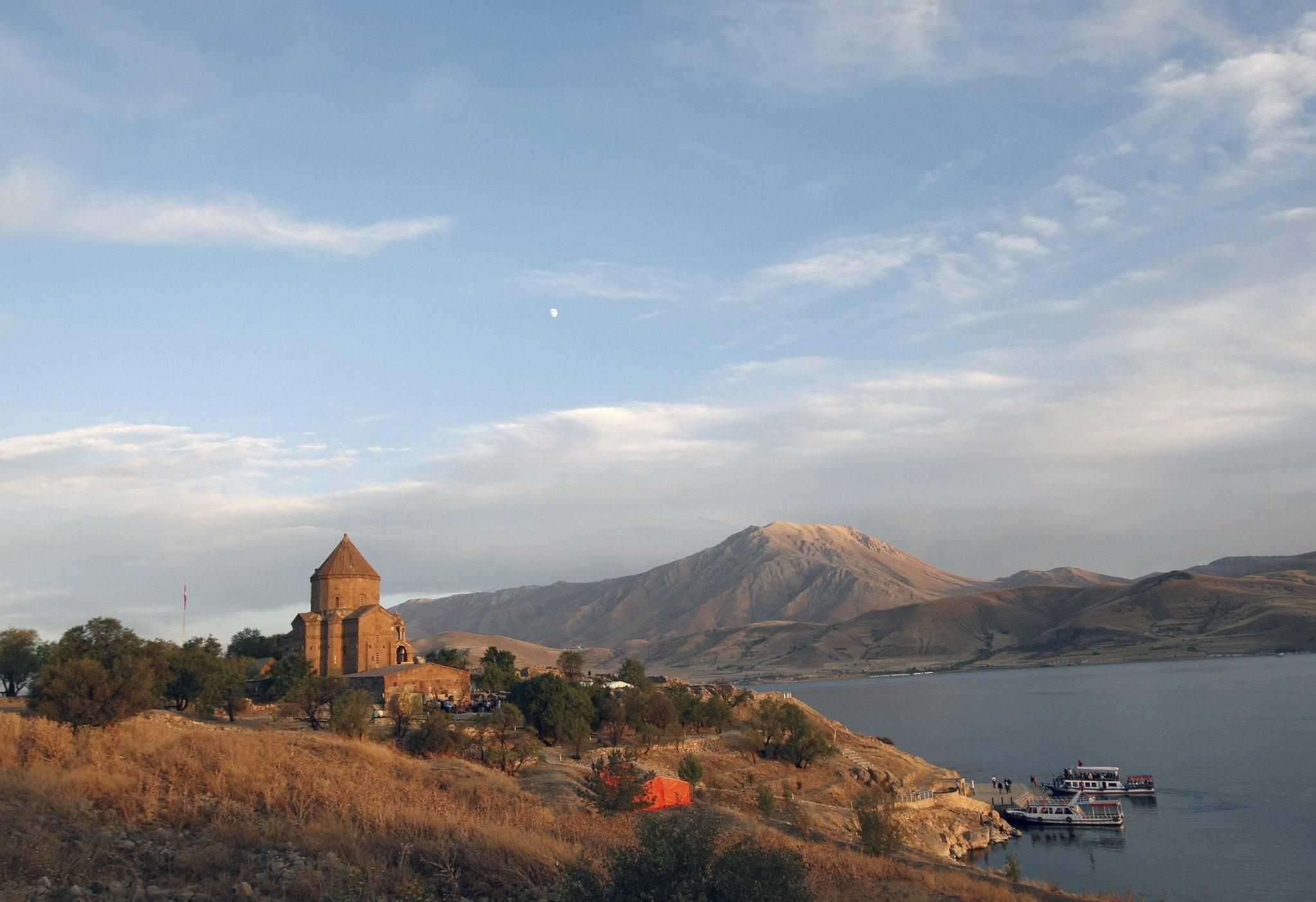 Van, naturally beautiful province located in Turkeyu2019s far east