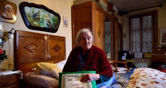 Emma Morano, 116, posing for AFP photographer in Verbania, North Italy, on May 14, 2016. (AFP Photo)