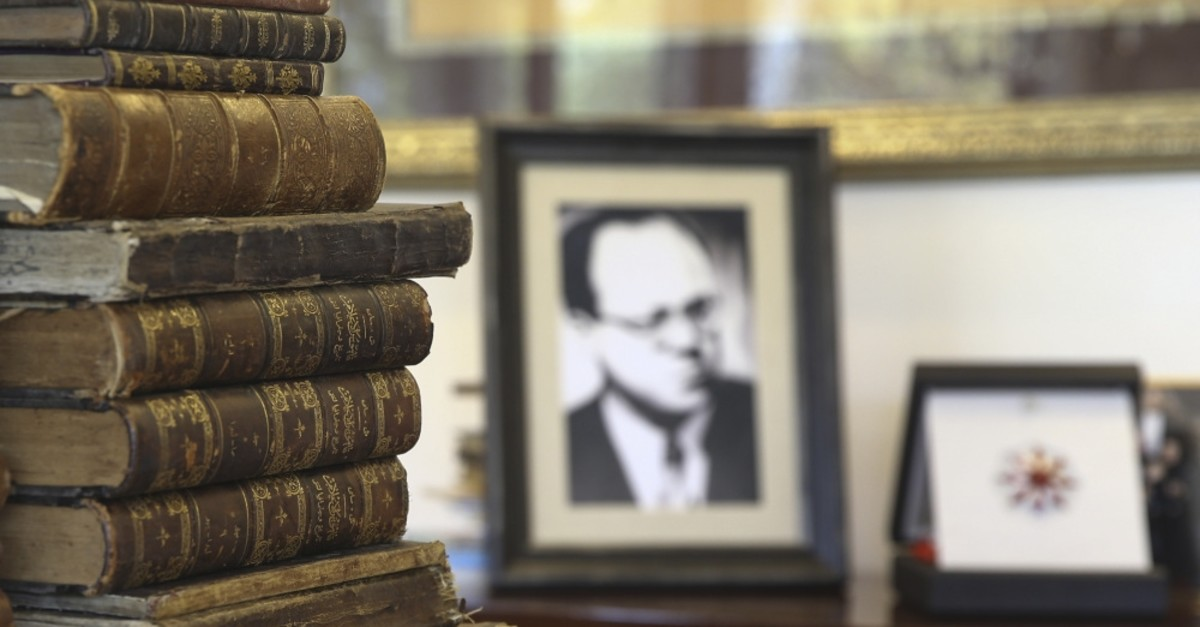Cemil Meriu00e7u2019s library contains 11,500 books, and 300 of them have been granted to the Presidential Library.
