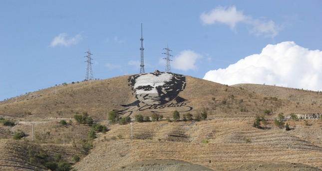 مجسم أتاتورك على قمة الجبل كما تبدو بعد الترميم (الأناضول)
