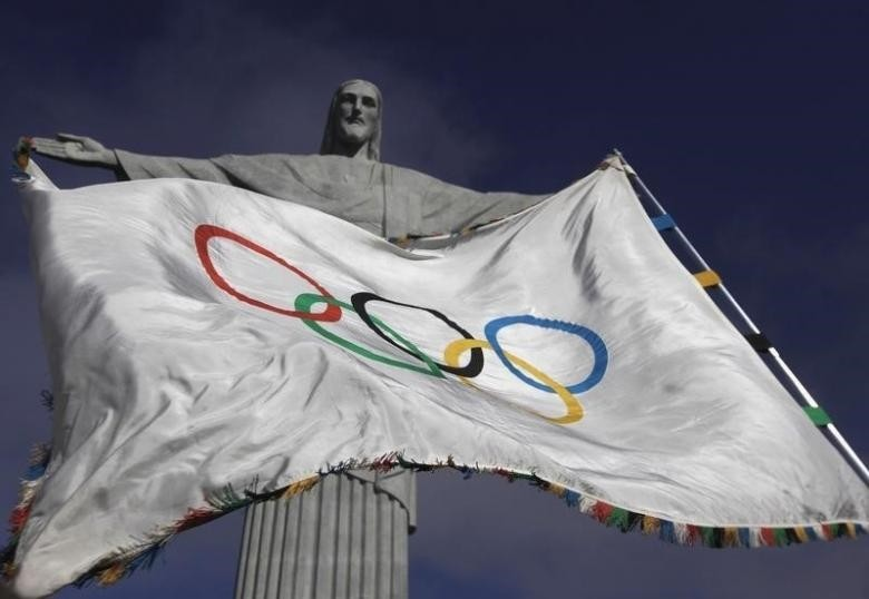 The Olympic Flag flies in front of ''Christ the Redeemer'' statue during a blessing ceremony in Rio de Janeiro August 19, 2012. (Reuters Photo)