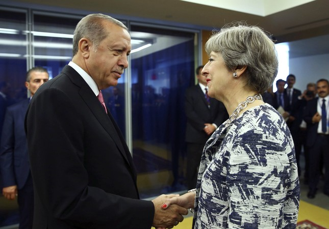 President Recep Tayyip Erdogan (L) shakes hands with British Prime Minister Theresa May at U.N. headquarters, New York City, Sept. 19.