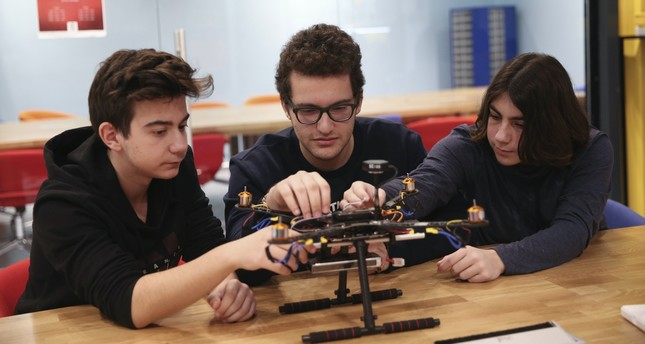 Students make teams and prepare for international and national technology festivals at the Try it-Do it Workshops.