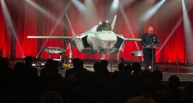 وزير الدفاع الأمريكي يعارض استبعاد تركيا من برنامج تصنيع مقاتلاتF-35