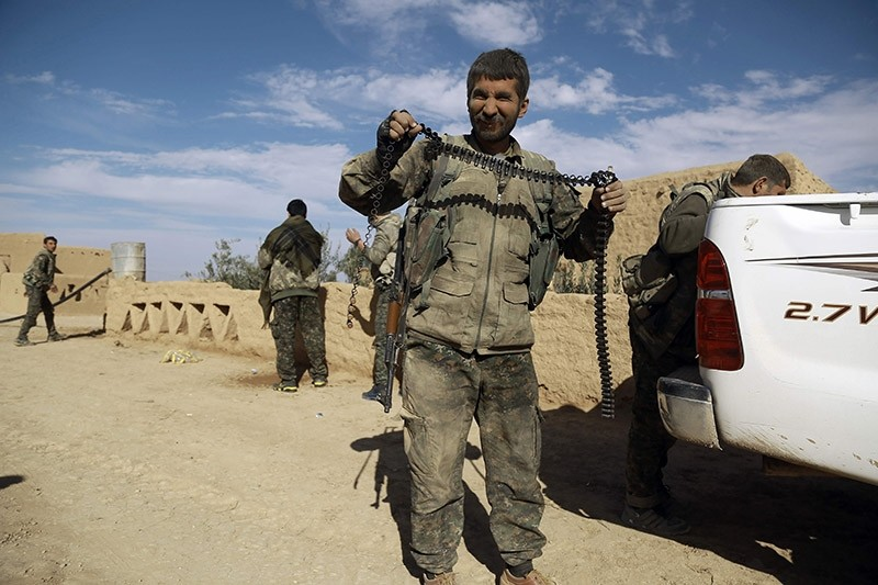 A militant from the YPG-dominated Syrian Democratic Forces (SDS) carries an empty ammunition belt. (AFP File Photo)