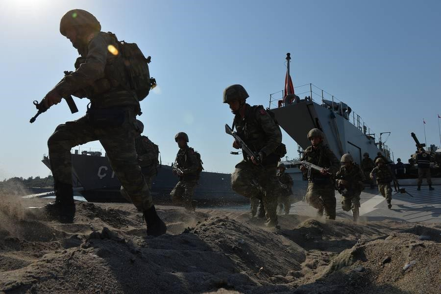 Turkish troops perform an amphibious landing at the drill.