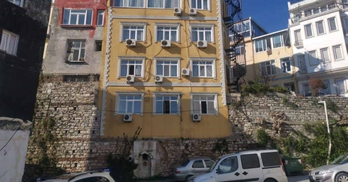 Locals complain that the hotel in the Cankurtaran neighborhood of the Fatih district harms the historical texture of the city. (DHA Photo)