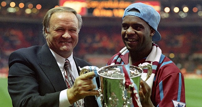This is a March 27, 1994 file photo of Aston Villa manager Ron Atkinson holding the English League Cup with former Aston Villa player Dalian Atkinson at Wembley Stadium in London (AP Photo)