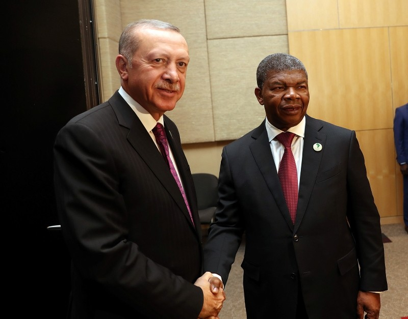 Erdou011fan, Angolan counterpart Jou00e3o Lourenu00e7o shake hands (AA Photo)