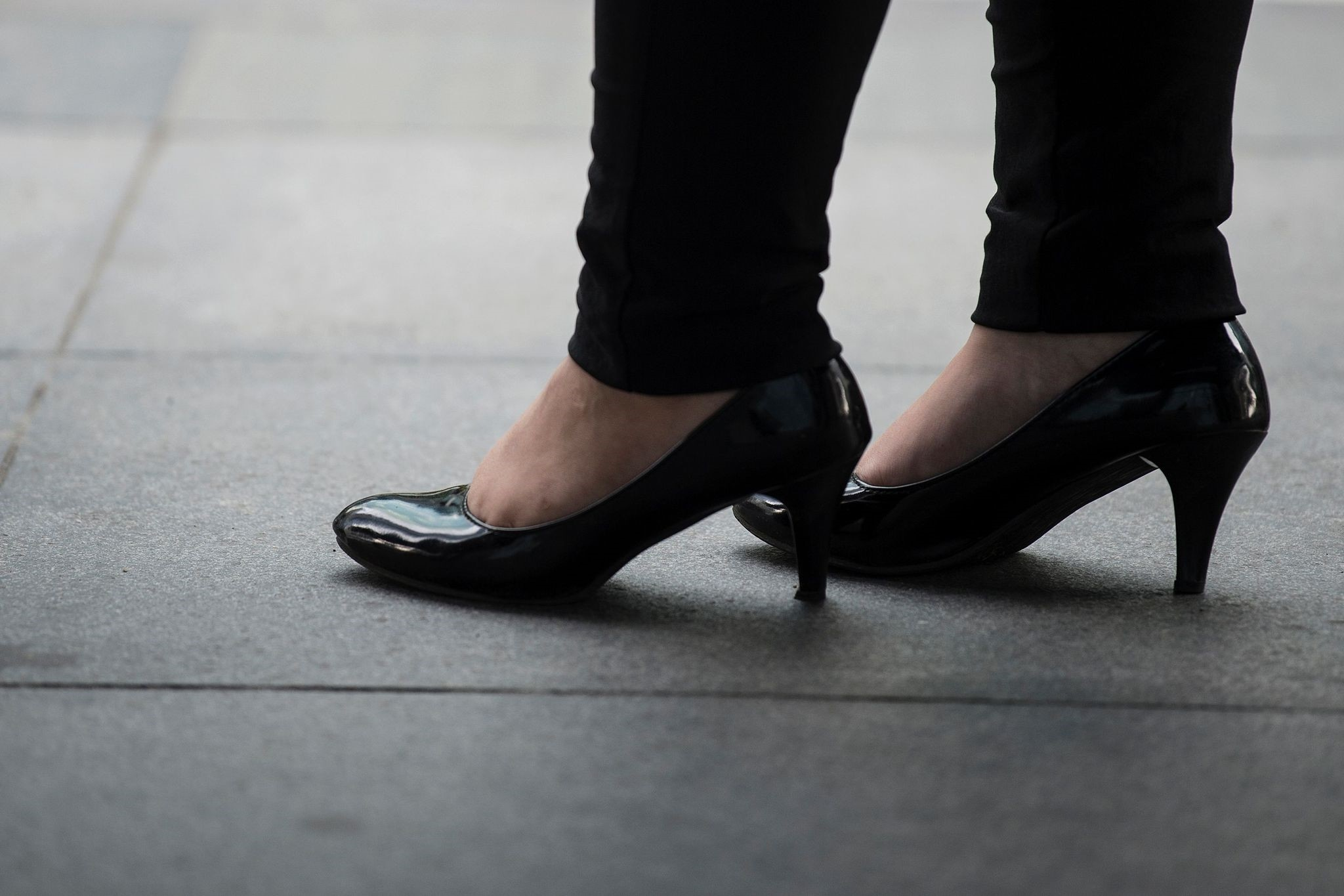 An office worker is seen wearing high-heeled shoes in Makati, Manila's financial district, on September 25, 2017. (AFP Photo)