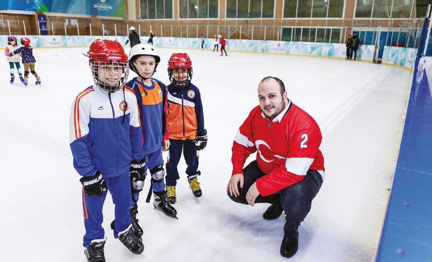 Halit Albayrak (R) spoke about the aspirations of the Turkish Ice Hockey Federation in an interview with Serkan u00dcnlu00fc at Silivrikapu0131 Ice Hockey Hall where young players train to be future stars.