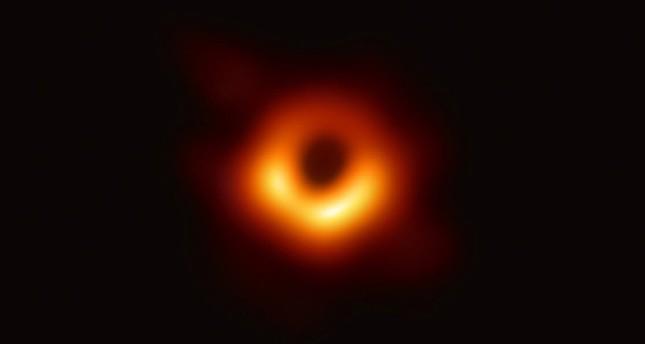 emImage of black hole from Twitter @feryal_ozel/em