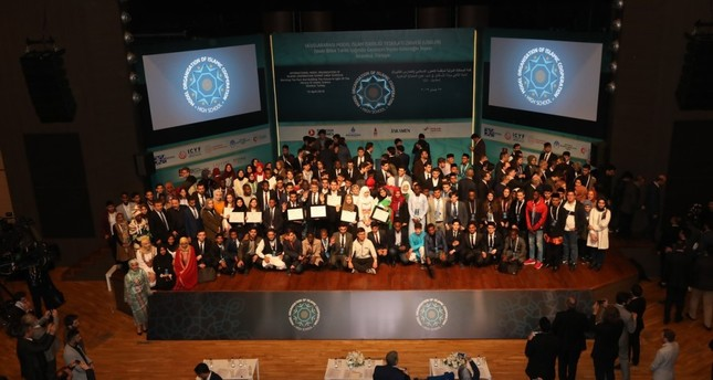 Participants pose at the end of the event at Istanbul's Beyoğlu Anadolu İmam-Hatip School, April 15, 2019.