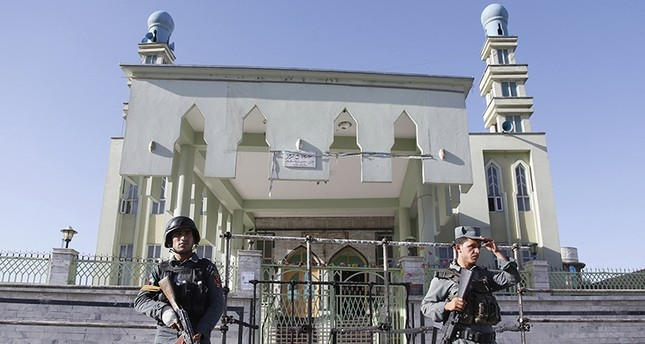 Afghan Police secure the scene after an overnight attack on a Shi'ite mosque in Kabul, Afghanistan, 16 June 2017 (EPA Photo)