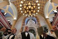 |Türkische Juden versammeln sich in der Großen Synagoge in der nordwestlichen Provinz Edirne. (Reuters)