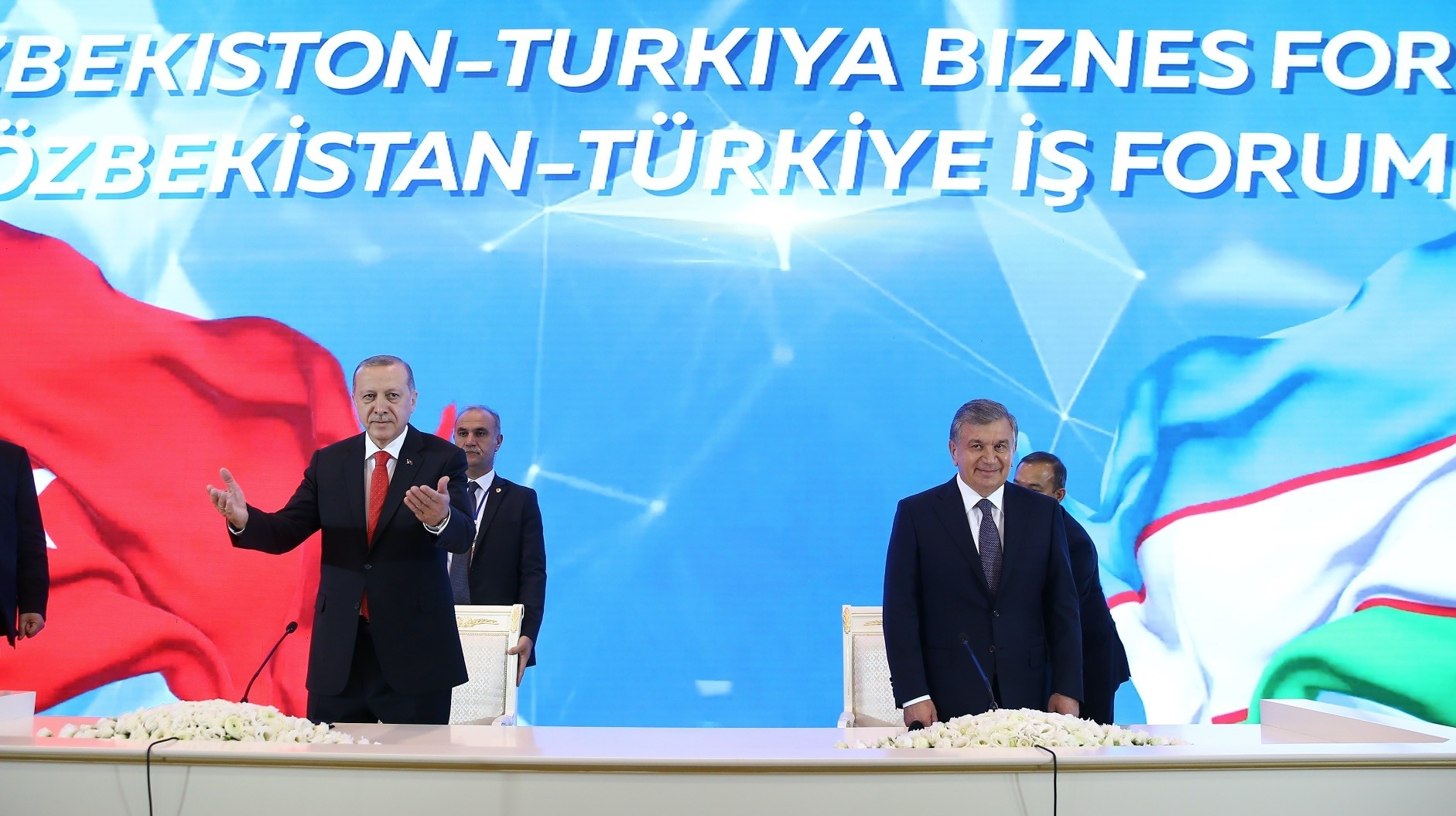 President Erdou011fan (L) and Uzbekistan President Mirziyoyev delivered speech at the Turkey-Uzbekistan Business Forum, Tashkent, April 30.