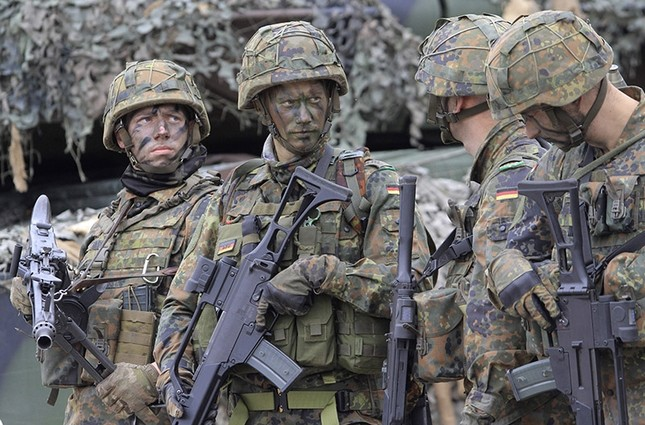 German soldiers and members of the NATO multinational battle group are pictured during a visit by German President and Lithuanian President in Rukla, Lithuania, on August 25, 2017. (AFP File Photo)