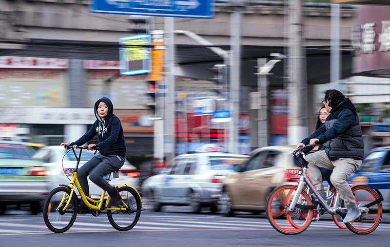 Bicyclists cruise through downtown Shanghai (AFP Photo)