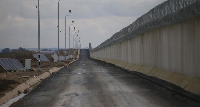 الحدار الخرساني على الحدود التركية- السورية (الأناضول)