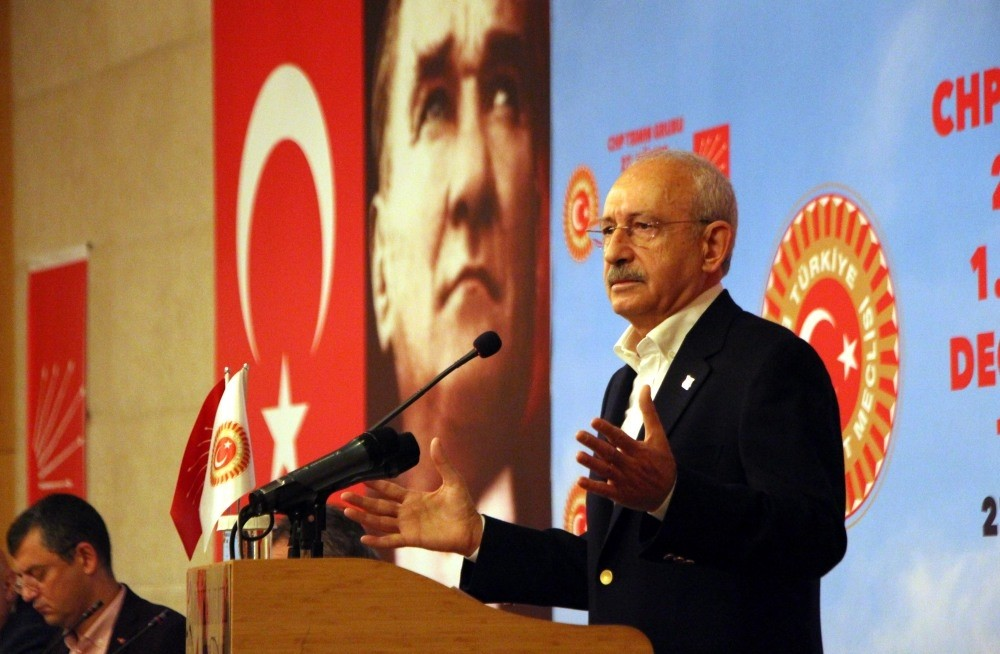 CHP leader Kemal Ku0131lu0131u00e7darou011flu delivers a speech during the party's workshop camp in Abant, in western Turkey's Bolu province, Sept. 28.