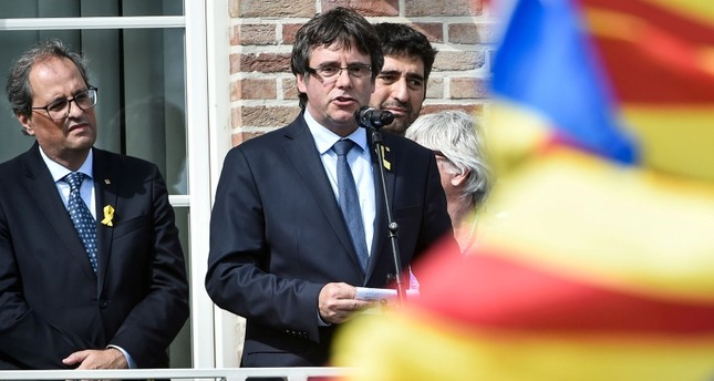 Catalonia's ousted regional president Carles Puigdemont (C) speaks near the President of Catalonia current President Quim Torra (L) in front of supporters during a ceremony in Waterloo, south of Brussels, on July 28, 2018. (AFP Photo)