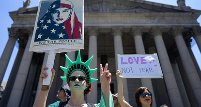 pDemonstrators at small but raucous gatherings around the country Saturday raised the specter that interpretations of Islamic law might somehow spread across the U.S., but many of the rallies drew...