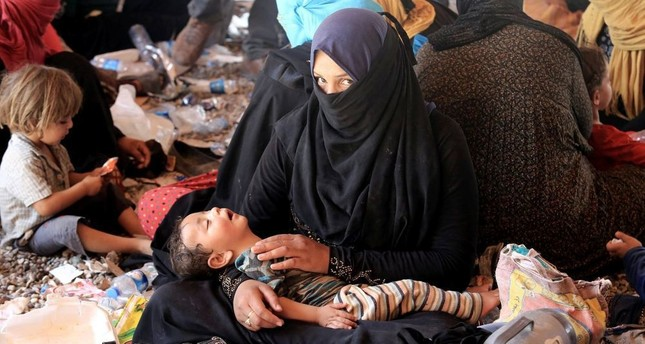 A displaced woman and child, who fled al-Shirqat due to DAESH violence.