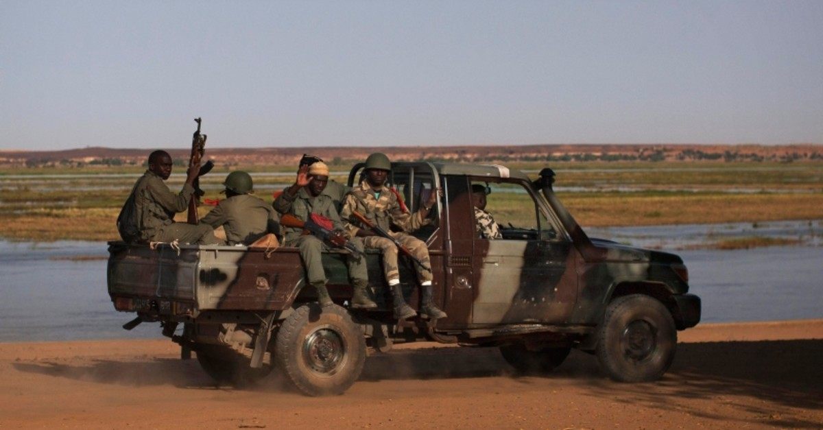 Malian soldiers patrol the banks of the Niger River in a military vehicle in Gao, Feb. 26, 2013. (Reuters Photo)