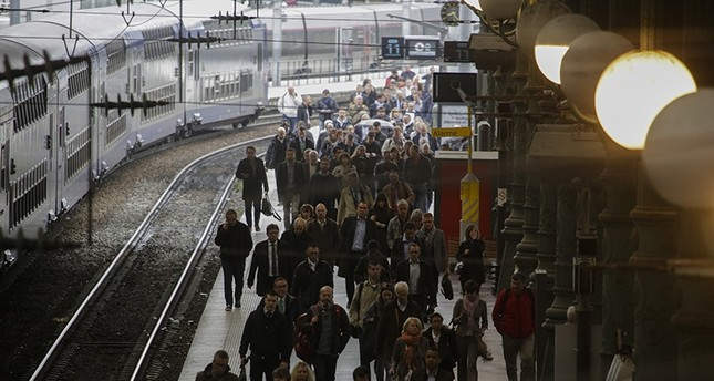 A crowd of commuters arrive with an operating train during a railway strike at the Gare du Nord train station, in Paris, Thursday, June 2, 2016. (AP Photo)