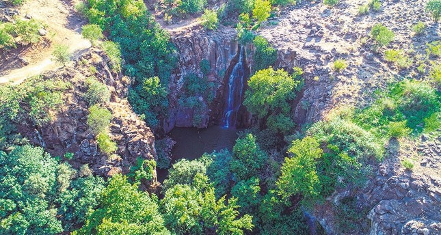 Şeyhandede Waterfall draws attention with its natural beauty.