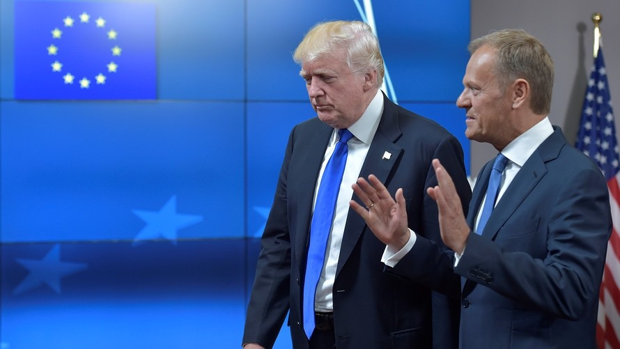 U.S. President Donald Trump (L) walks with the President of the European Council Donald Tusk after a meeting in Brussels, Belgium, May 25, 2017. (Reuters Photo)