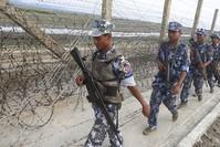 رجال حرس الحدود البورمي على الحدود مع بنغلاديش