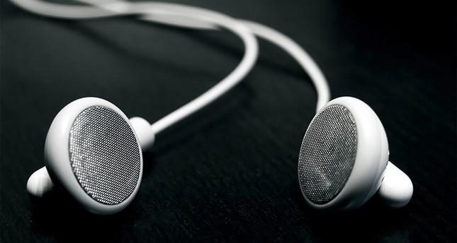 سماعات أذن يمكن التحكم بها بالابتسام