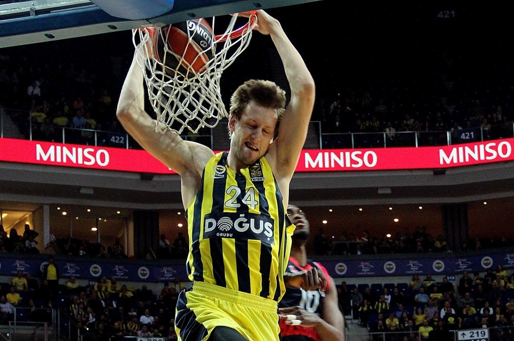Fenerbahu00e7e's star Jan Vesely was injured last week during the match against Baskonia.