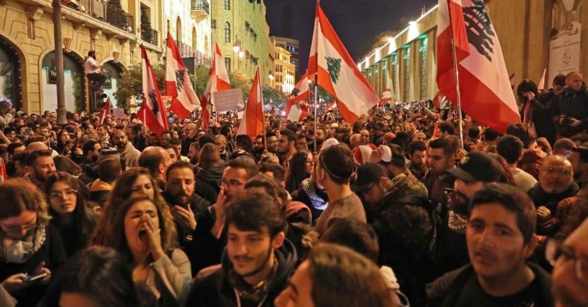 Lebanese demonstrators shout slogans, Beirut, Dec. 15, 2019. (AFP Photo)