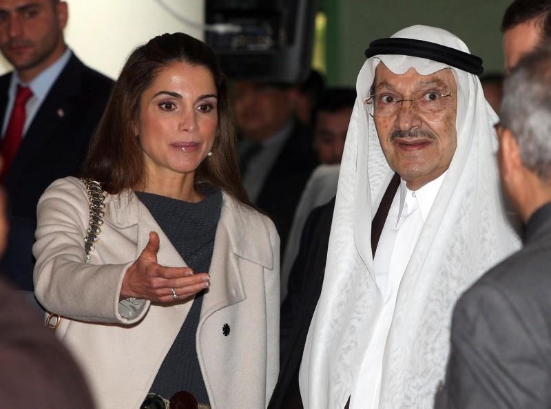 Queen Rania of Jordan (L) and Saudi Arabia Prince Talal Bin Abdulaziz (R) during the opening ceremony of the Arab Open University, in Amman, Jordan, 24 February 2010 (EPA File Photo)