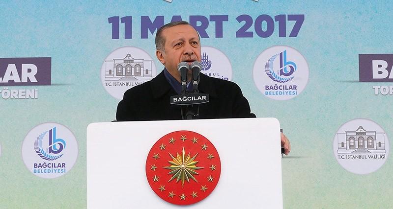 Erdou011fan addresses the crowd rallying in Istanbul's Bau011fcu0131lar. March 11, 2017. (AA Photo)