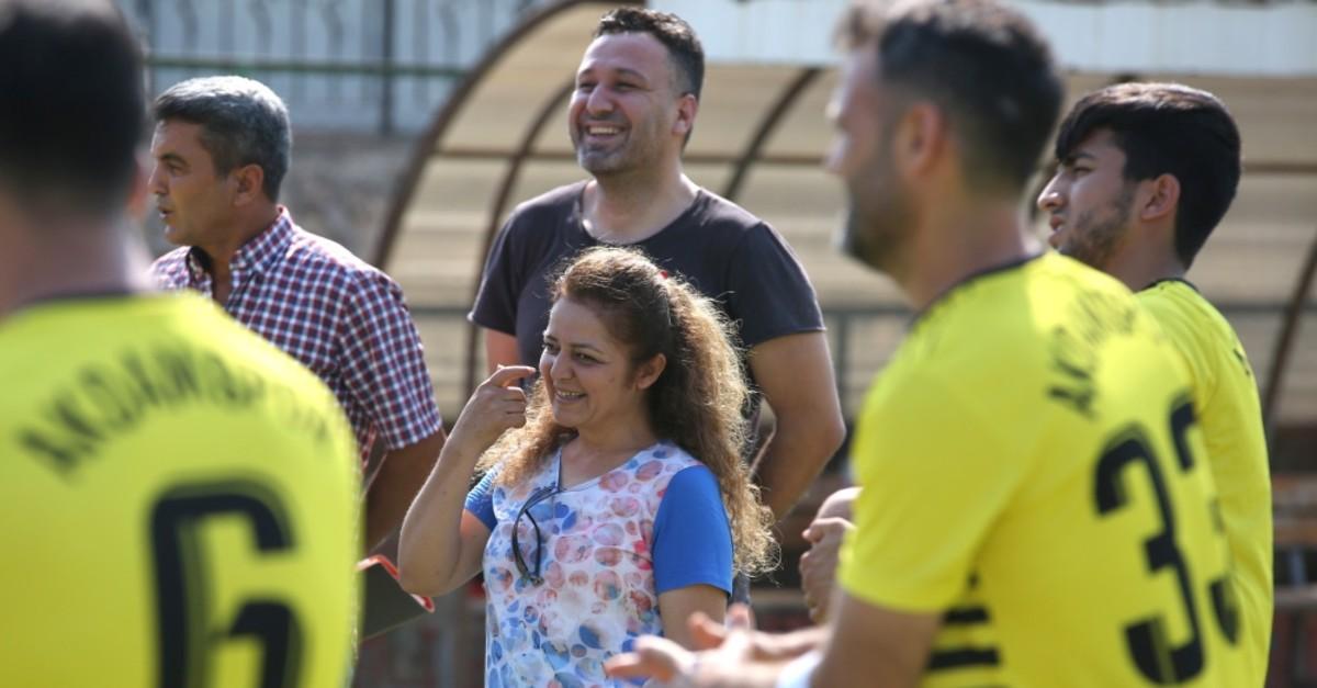 Mukhtar Yonca Kalu0131nlu0131 (middle) talks to the players during a neighborhood football team practice.