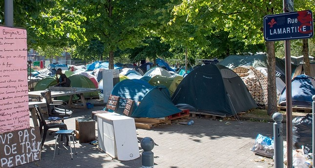 Tents of a migrant camp are pictured at the Parc des Olieux in Lille, northern France, on August 30, 2016 (AFP Photo)