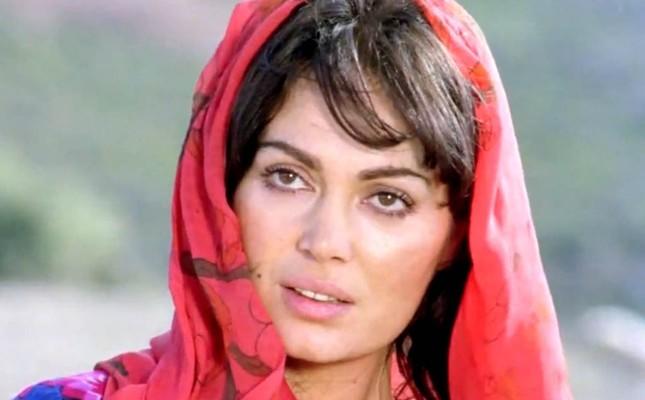 """Screenshot from the film """"Selvi Boylum Al Yazmalım"""""""
