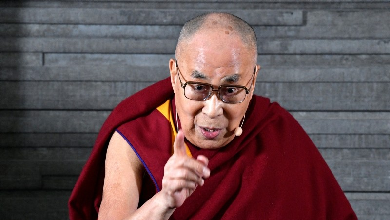 The Tibeteans spiritual leader, the Dalai Lama (C), speaks during meeting with the press in Malmo, Sweden, September 12, 2018. (EPA Photo)
