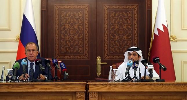 مؤتمر صحفي مشترك في الدوحة بين وزير الخارجية الروسي سيرغي لافروف ونظيره القطري محمد بن عبد الرحمن آل ثاني  (وكالة الأنباء الفرنسية)