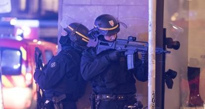 هجوم فرنسا.. ارتفاع عدد القتلى والمهاجم ما زال طليقاً ورفع حالة التأهب في عموم البلاد
