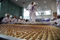 Turkish chefs prepare world's largest baklava in Ankara